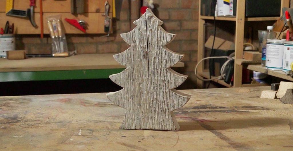 Realizzare un albero di natale in legno con smalto all for Albero di natale di legno