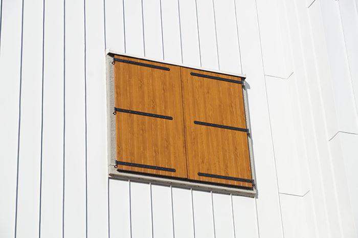 Riverniciare finestre e persiane poco degradate for Finestre e persiane