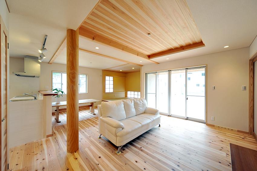 Verniciare le travi in legno con l 39 impregnante gel - Pitturare legno senza carteggiare ...