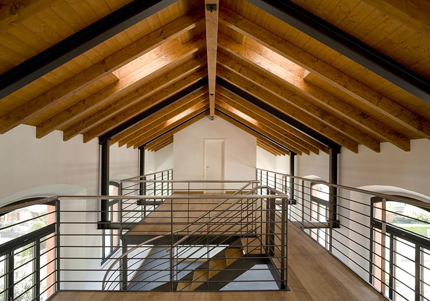 Eccellente soffitto travi a vista bianco rc69 pineglen for Soffitto travi a vista bianco