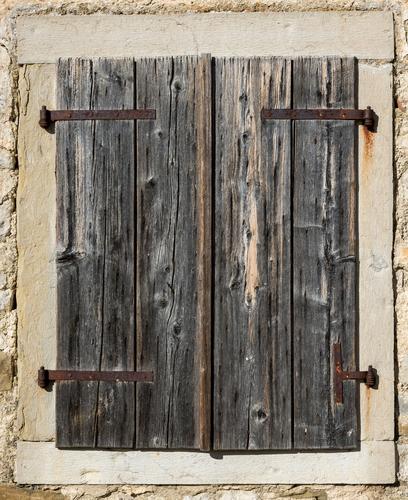 Rinnovalegno è la vernice per il restauro dei serramenti
