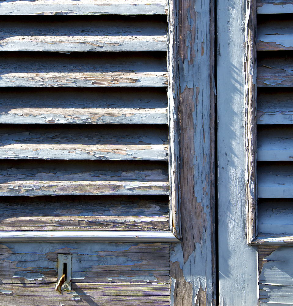 verniciare finestre e infissi in legno