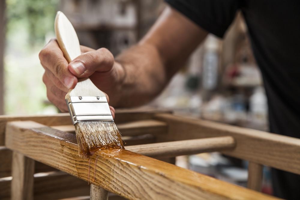 legno a poro chiuso verniciatura