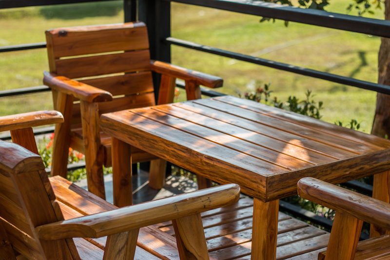 Sedie Per Giardino Legno.Manutenzione Mobili Da Giardino In Legno Cosa Fare Prima Dell