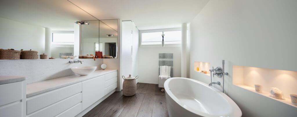 Vernice per il legno bianca coprente un tocco di candore per i mobili - Vernice per finestre in legno ...