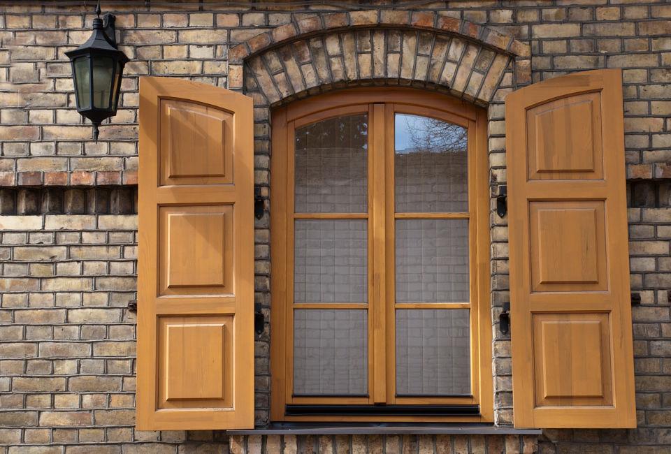 Persione trattate con vernici per legno da esterno