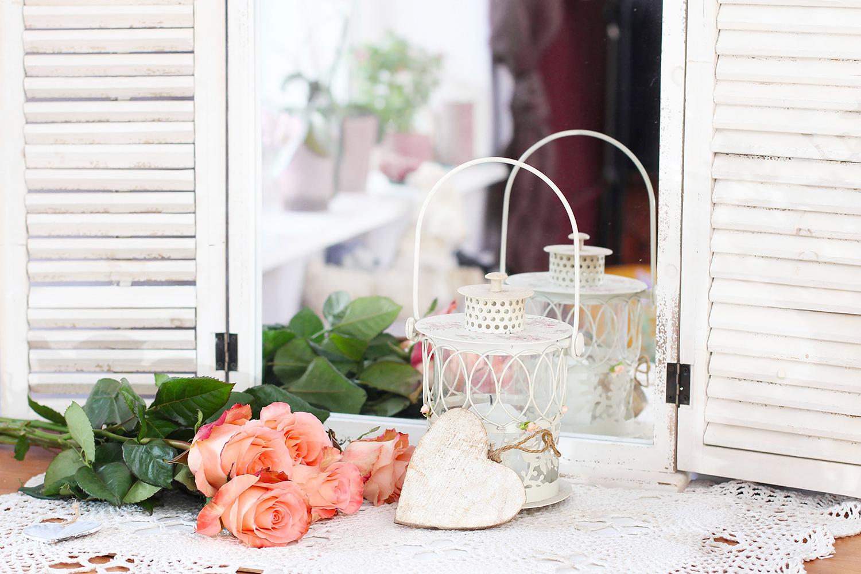 Riutilizzare le vecchie persiane per decorare uno specchio