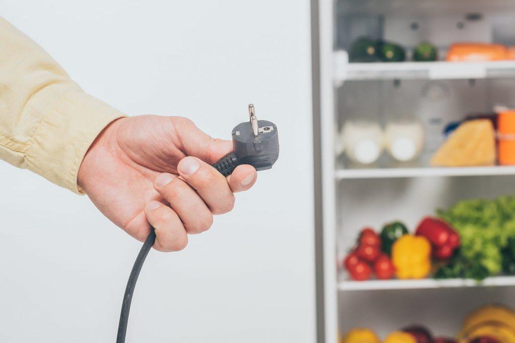 Come verniciare un frigorifero: staccare la spina