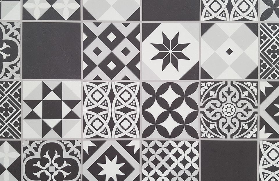 Tendenze piastrelle bagno: stile maiolica o azulejos