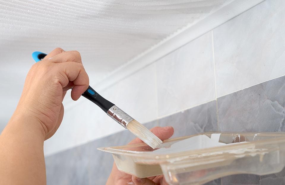 Come verniciare le piastrelle in ceramica del bagno