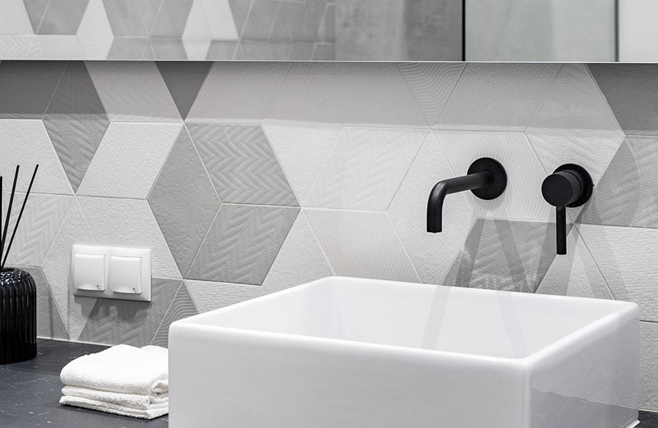 Tendenze piastrelle bagno: come si verniciano le piastrelle con Floor Prestige?