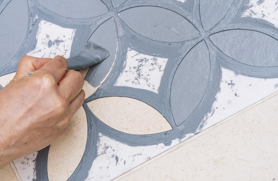Tendenze piastrelle bagno: decorare con gli stencil