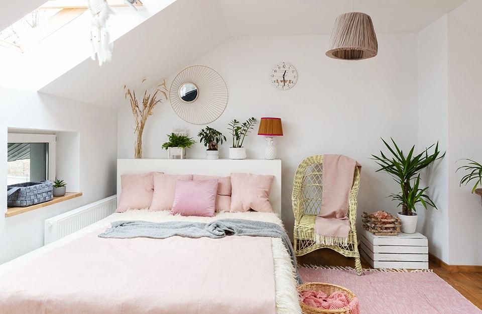 Una mansarda convertita in camera da letto