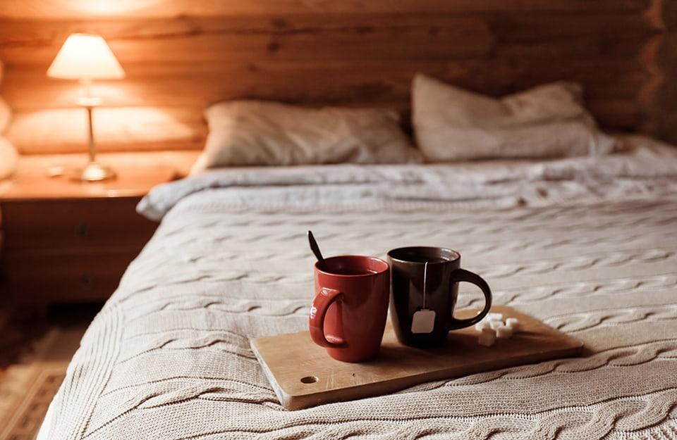 Una camera da letto stile cottagecore
