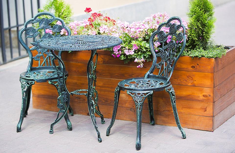 Tavoli e sedie da esterno in metallo