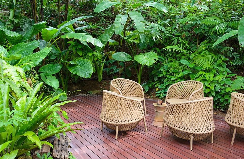 Tavoli e sedie da esterno in fibre naturali