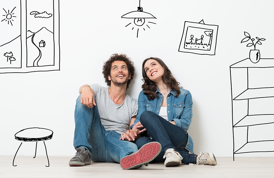 Una giovane coppia con lo sguardo sognante, circondata da uno spazio domestico disegnato, e dunque immaginato
