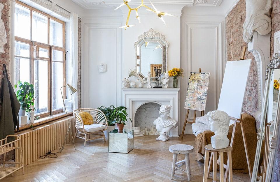 Un interno shabby chic contemporaneo ispirato allo stile gustaviano della Svezia del '700